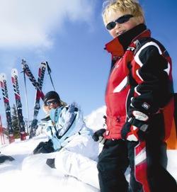 Familien Skireisen im Familienhotel inkl. Kinderbetreuung in den Alpen