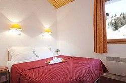 Doppelzimmer mit französischem Doppelbett- Schlafzimmerbeispiel