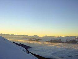Die herrliche Aussicht auf das Bergmassiv der französischen Alpen