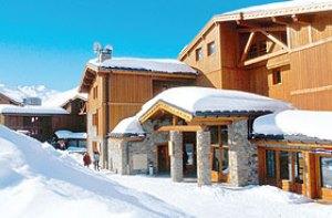 Appartementhaus Le Hameau des Airelles - Skireisen nach Frankreich