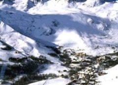 Der Ort mitten im von Skigebiet Les Sybellles - Wohnen an der Piste