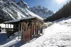 Skifahren, Snowboarden und Rodeln- Wintersport mit viel Spass im Stubaital