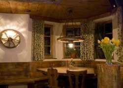 Restaurant und urige Bierstube im Haus - Essen und Feiern im Stubaital
