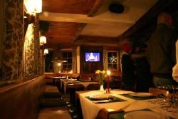 Gemütlich Essen am Abend bei einem 3 Gang Menü in der Pension im Stubaital