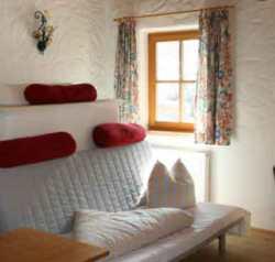Ferienwohnungen im Stubaital mit Wohnraum und Schlafzimmer - Beispiel