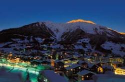 Vielfalt in den Alpen- Davos Nachtleben mit Restaurants und Bars